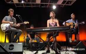 "Sara Bareilles Covers Beyoncé's ""Single Ladies"""